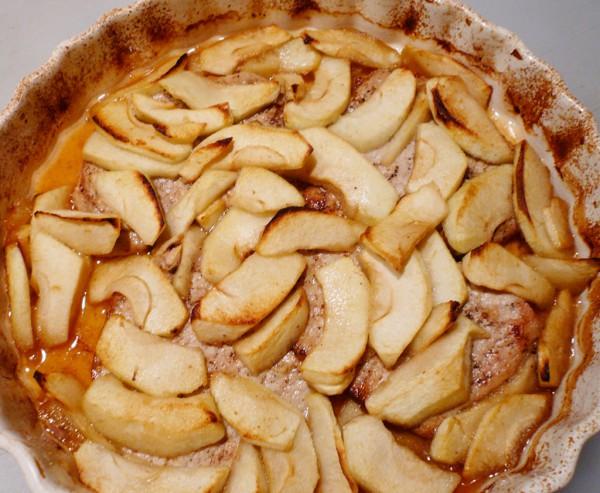 Baked porkchops and apple